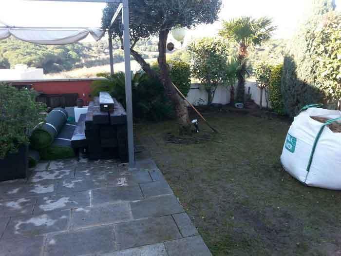 cesped artificial ultra colocado en un magnífico jardín