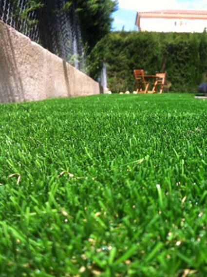 Cesped artificial iris instalado en una zona de jardin