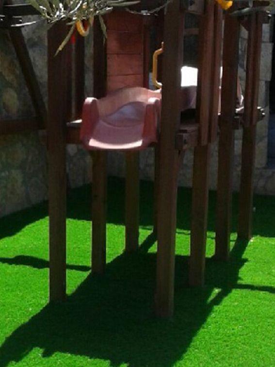 Cesped artificial lima 40 instalado en una zona de parque infantil