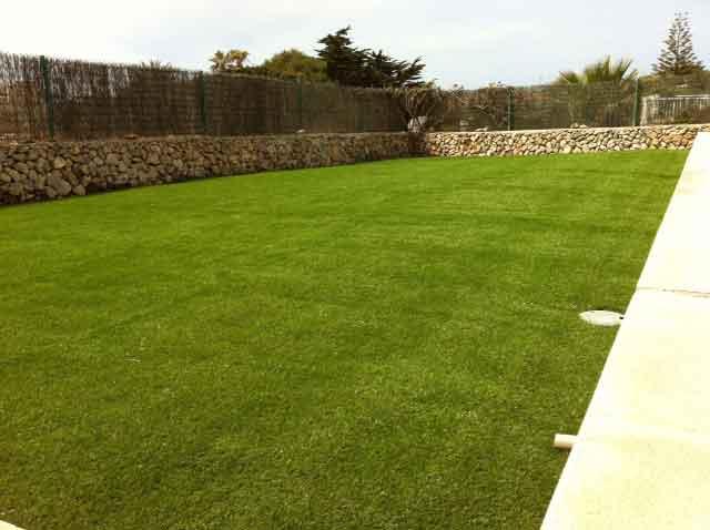 cesped artificial supreme eco instalacion en jardin