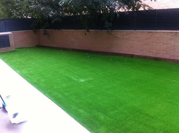 Barcelona e instalación cesped artificial prado 40