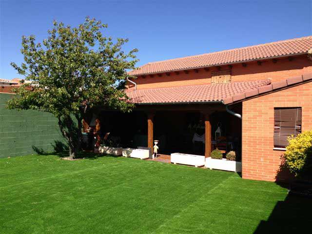 casa adosada instalación cesped artificial prado 40