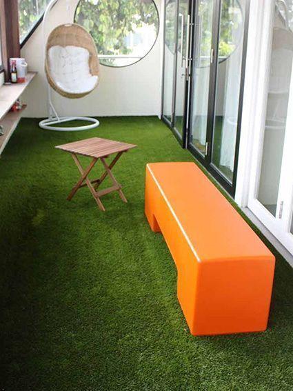 cesped artificial instalado en una terraza