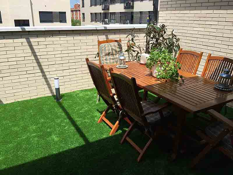 cesped artificial prado 40 instalación en una terraza