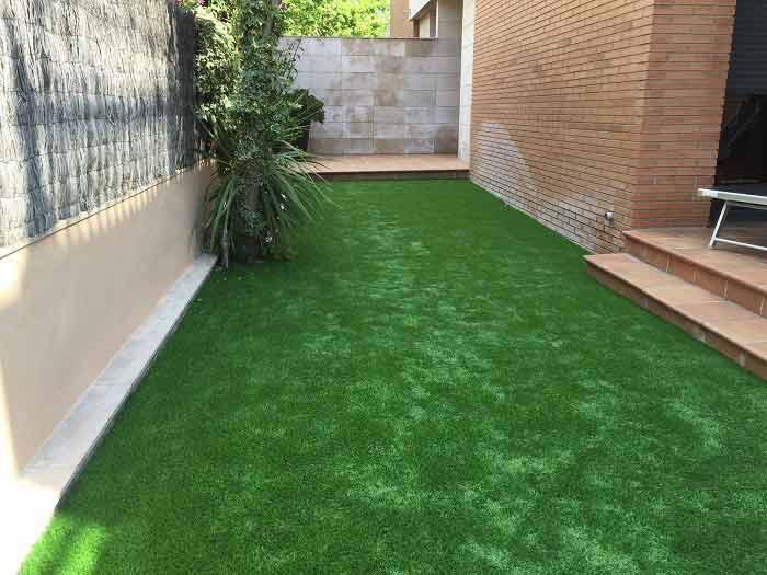 ejemplo instalación cesped artificial prado 30 en zona exterior