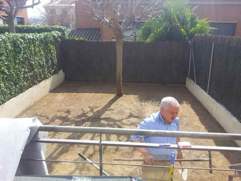 instalación cesped artificial elite en un jardín
