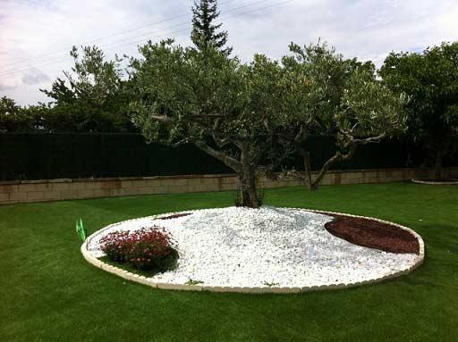 instalación cesped artificial supreme en un jardín