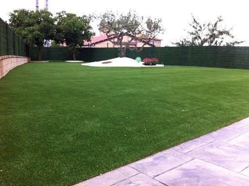 instalación cesped artificial supreme para jardín