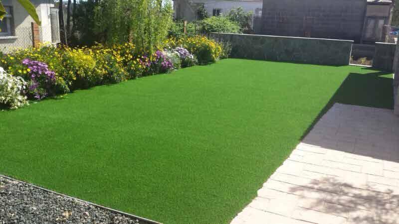instalación cesped artificial ultra en el jardín