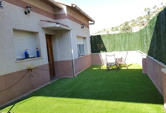 terraza en barcelona e instalación cesped artificial lima 30