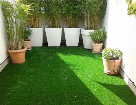 terraza e instalación cesped artificial iris