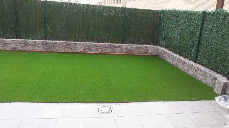cesped artificial Barcelona instalado en una casa