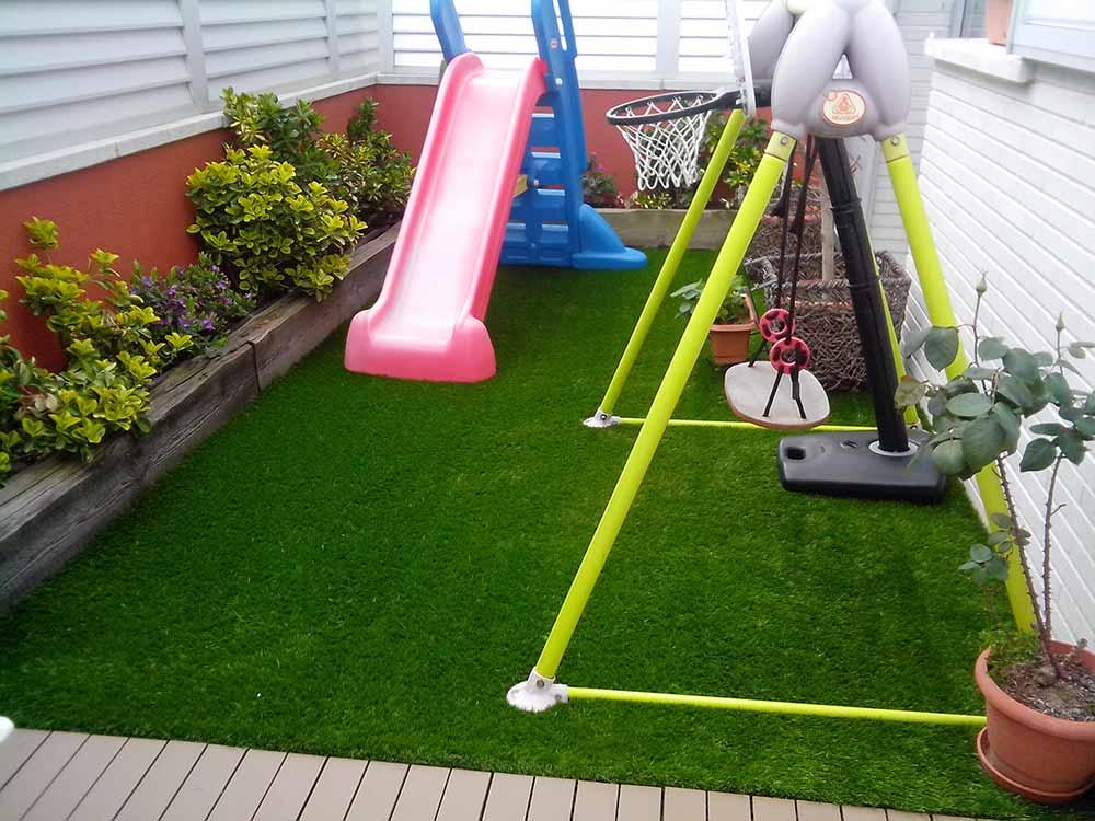 Cesped artificial barato un parque infantil en casa