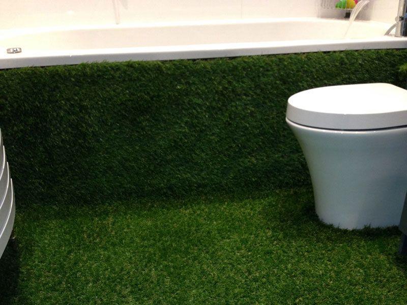 cesped artificial instalado en un lavabo