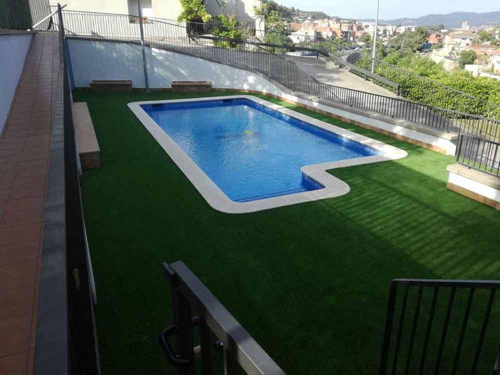 piscina e instalación cesped artificial soft