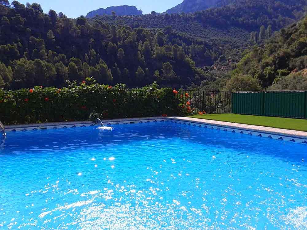 Cesped artificial para piscinas instalaciones de cesped - Cesped artificial piscinas ...