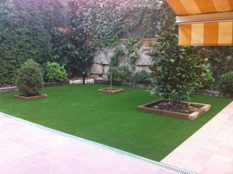 Cesped artificial para jardines ejemplos de for Jardines de cesped artificial