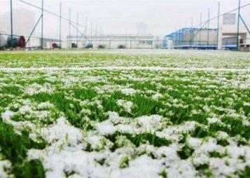 ¿Cómo pueden afectar las bajas temperaturas al césped artificial?