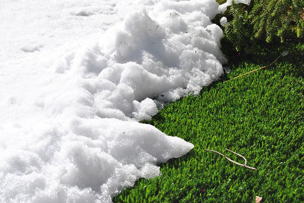 Consejos para limpiar la nieve de nuestro césped artificial.