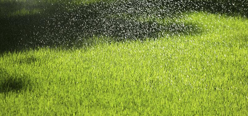 ¿La lluvia puede afectar a nuestro césped artificial? Conoce la importancia de un buen drenado.